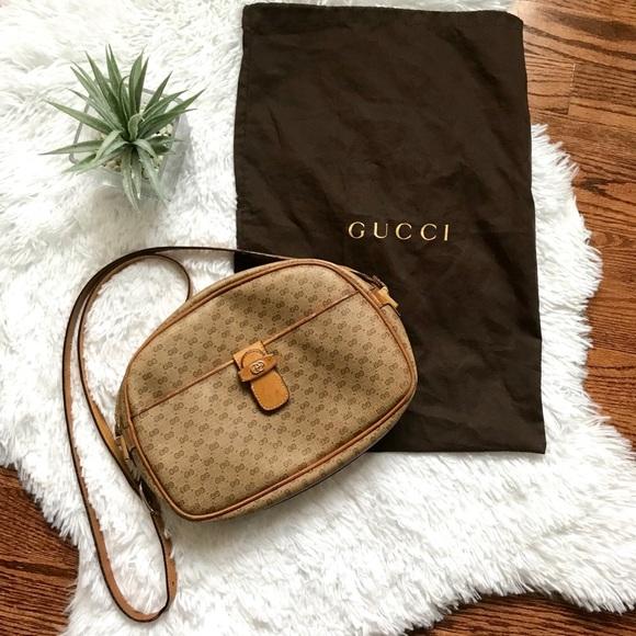 7d2c2dc26b6 Gucci Handbags - Vintage authentic Gucci crossbody bag & dust bag